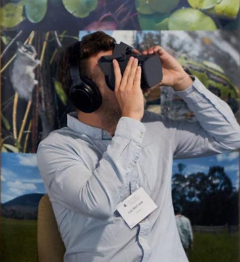 Watching a virtual reality film